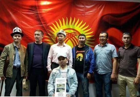 Photo of Москвада кыргыз жаштары жарамазан айтышып, чогулган акчаны ооруп жаткан мекендешибизге беришти