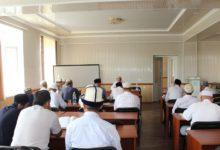 Ош-облусунун-казысы-Кара-Суу-районундагы-имамдардын-билимин-жогорулатуу-үчүн-атайын-окуу-курстарын-уюштурууда